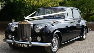 Rolls Royce Silver Cloud II LWB Wedding car. Click for more information.
