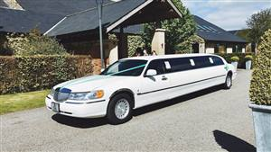 Lincoln Town Car Wedding car. Click for more information.