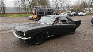 Ford Mustang Wedding car. Click for more information.